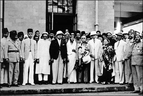 all indian muslim league The all-india muslim league,(urdu: آل انڈیا مسلم لیگ), was founded by the all india muhammadan educational conference at dhaka (now bangladesh), in 1906, in the context of the circumstances that were generated over the partition of bengal in 1905.